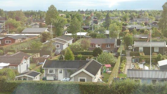 Scandic Hvidovre : Widok z okna na ogródki dzialkowe