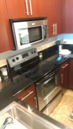 Staybridge Suites Las Vegas: Kitchen is very new, love this place