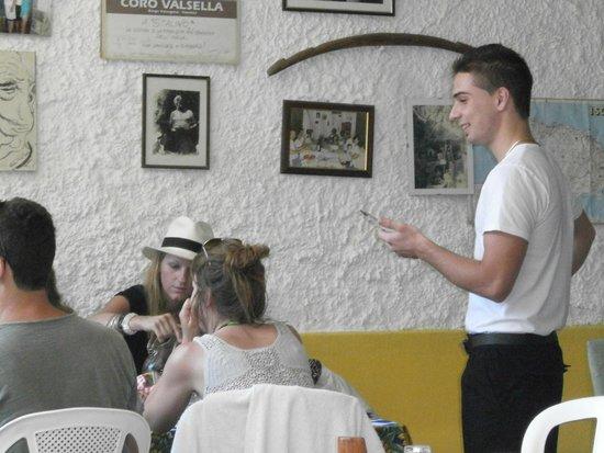 Taverna Pietro Paolo detto Stalino: Винченцо принимает заказ