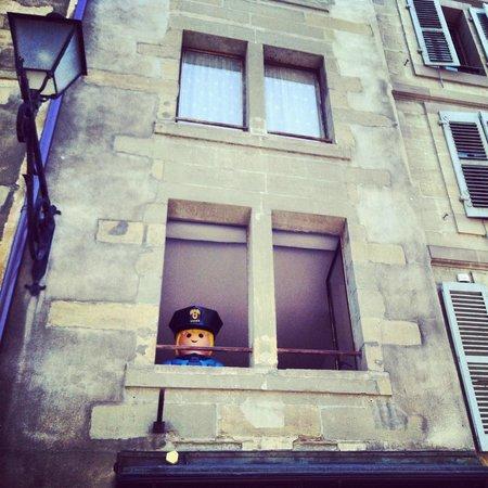 Place Bourg du Four: coté humour de la place