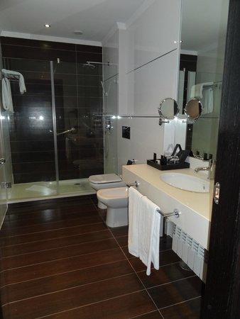 Hotel Boutique Gareus: Luxurious bathroom
