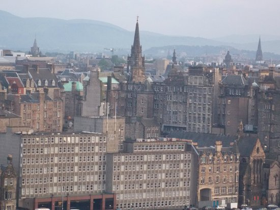 Jurys Inn Edinburgh: View of Jury's Inn from atop Calton Hill
