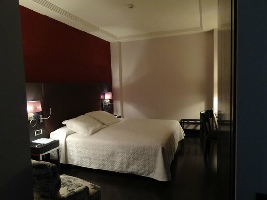 Hotel Boutique Gareus: Interior courtyard room, king bed (a double, 2 twins together)