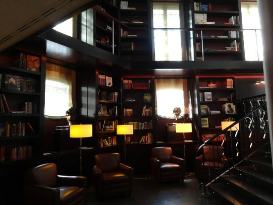 Hotel Boutique Gareus: Lobby library