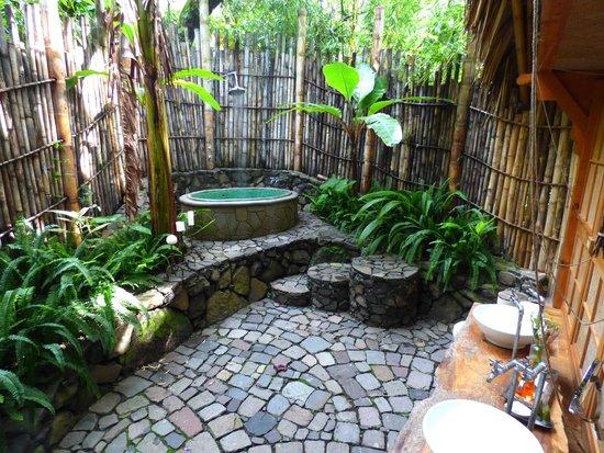La Fortuna at Atitlan : Outdoor bathroom!