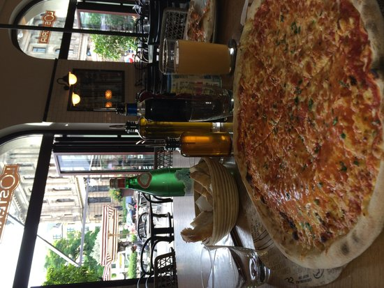 L'Osteria: The pizza