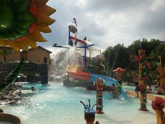 Villaggio Blue Marine: altra piscina x i + piccoli + idromassaggio sul retro