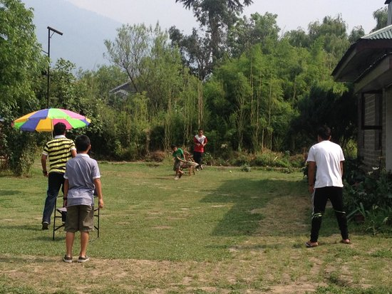 Ramgarh Heritage Villa: front lawns