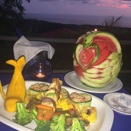 Vista Ballena Hotel: Just your average dinner...