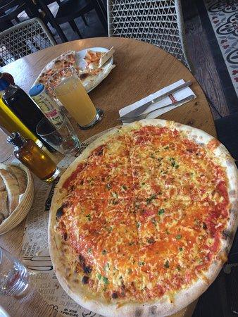 L'Osteria: Pizza