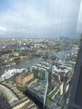 Shangri-La Hotel, At The Shard, London: Iconic City View Room