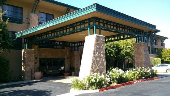 Hampton Inn & Suites Agoura Hills: Entrée de l'hôtel