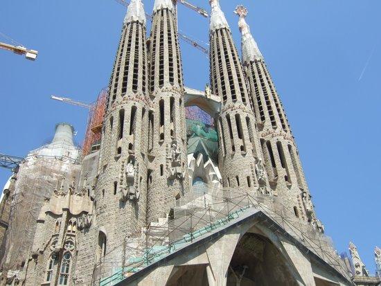 Sagrada Família : More of the front