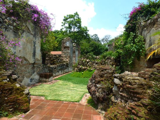 Hotel Cirilo: Beautiful Gardens in the Ruins...