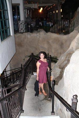 La Quinta Cliffhouse Grill and Bar: Cool entrance!