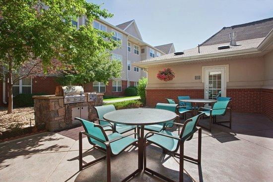 Residence Inn Boulder Longmont: Outdoor Patio & BBQ