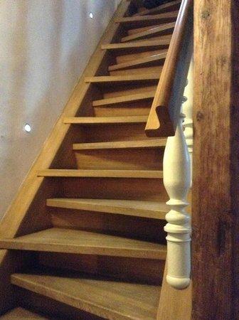 Design Hotel Neruda: escada que leva ao quarto. Impossível subir com malas.