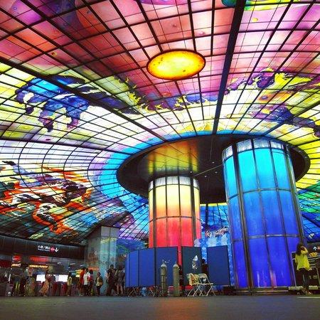 The Dome of Light: 美麗島捷運站 Formosa Boulevard Station