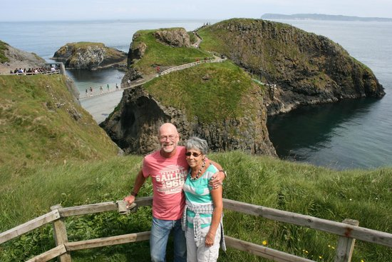 Carrick-A-Rede Rope Bridge: Us at the view point
