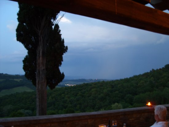 Il Borghetto di San Gimignano Agriturismo: Dining with view of Tuscany valley