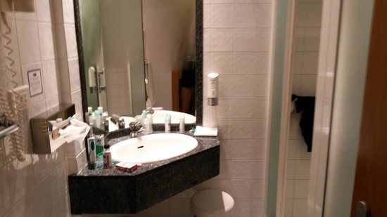 Holiday Inn Express Foligno : bagno