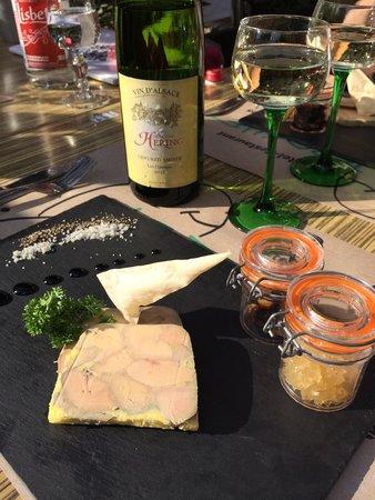 Restaurant Le Brochet: Skøn Foie Gras med dejlig Hvidvin til fra de omkringliggende marker ...