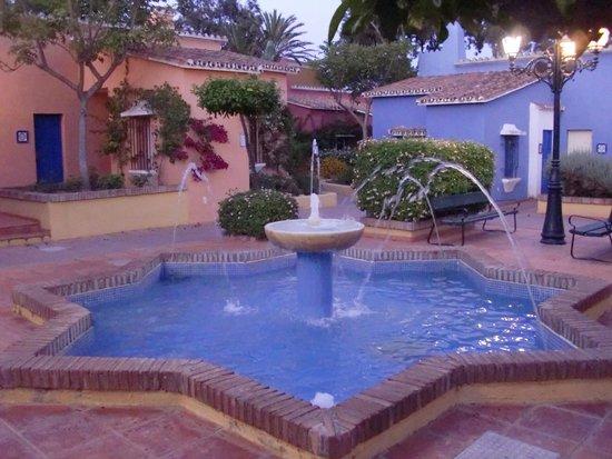 Marbella Playa Hotel: Le casette che compongono il piccolo villaggio andaluso dell'Hotel