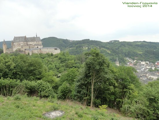 Chateau de Vianden : Vianden Castle from a high view-point