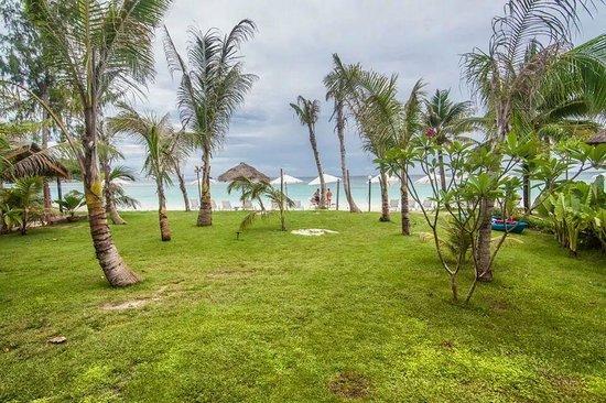 Mali Resort Pattaya Beach Koh Lipe: Beachfront view from room