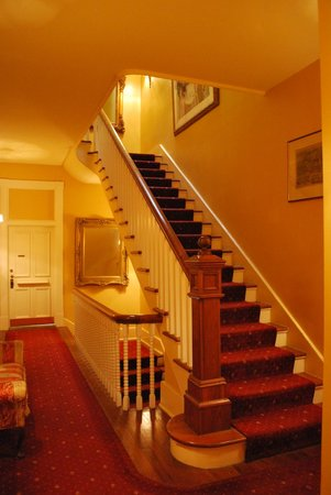 Foley House Inn: The steps leading up to our room