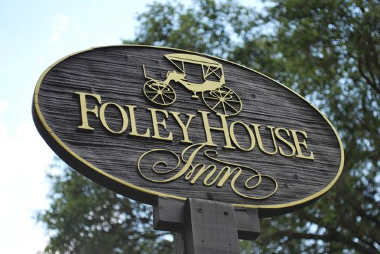 Foley House Inn: Sign out front