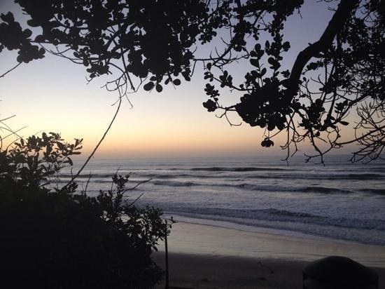 Crawford's Beach Lodge: sunrise on the beach