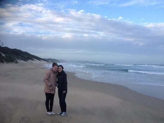 Crawford's Beach Lodge: walk on the beach