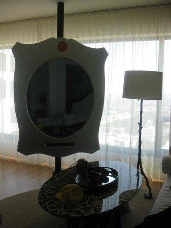 Mondrian Los Angeles Hotel : The best tv ever