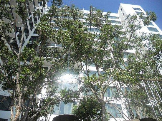 Mondrian Los Angeles Hotel: The hotel building