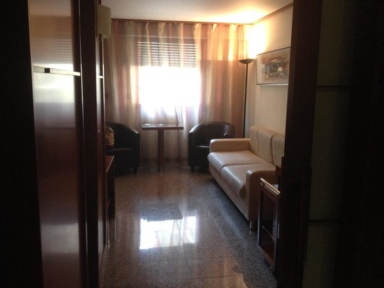 Goldstar Resort & Suites: Suite consul
