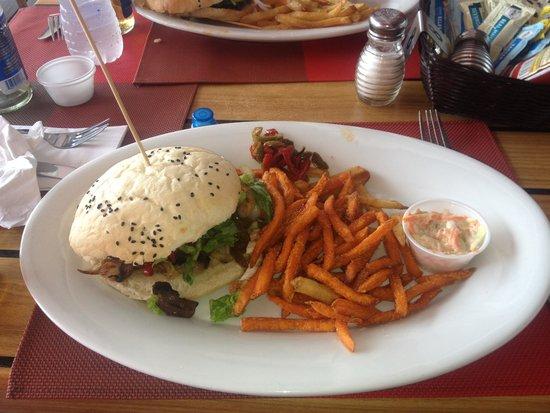 St maarten burger madness : The Jumbo Fish Burger
