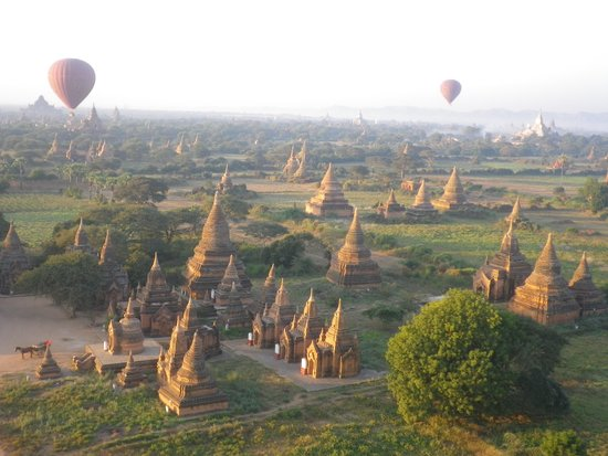Balloons over Bagan: la paline