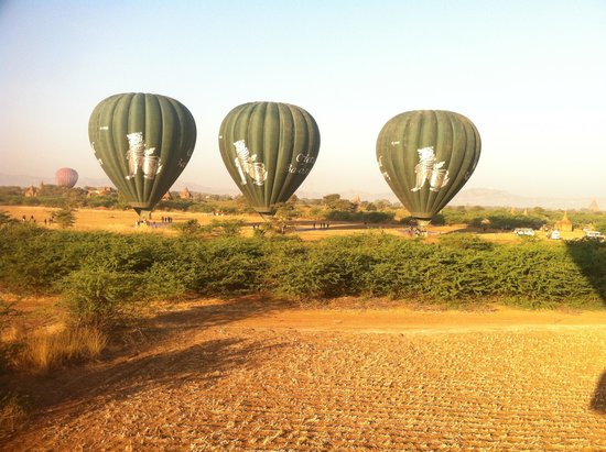 Balloons over Bagan: autre compagnie