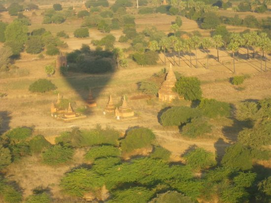 Balloons over Bagan: temple