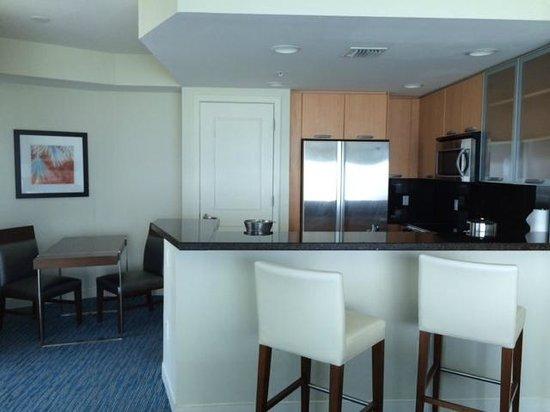 Hilton Fort Lauderdale Beach Resort: Kitchen area