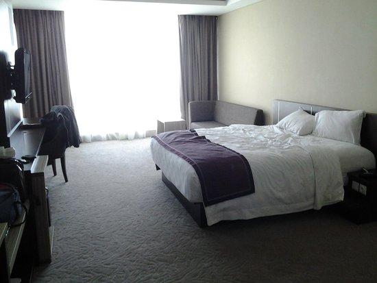 Grand Clarion Hotel & Convention Makassar: Kamar yg luas