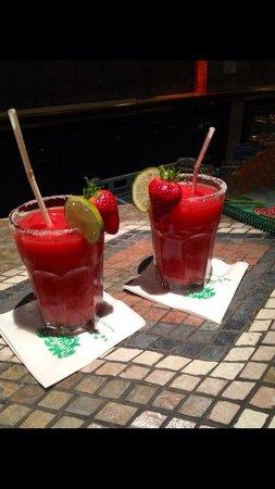 Rainforest Cafe: Strawberry cocktails