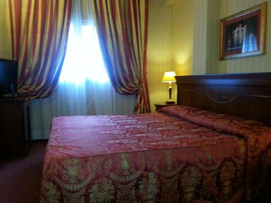 Hotel Europa: Camera 5° piano