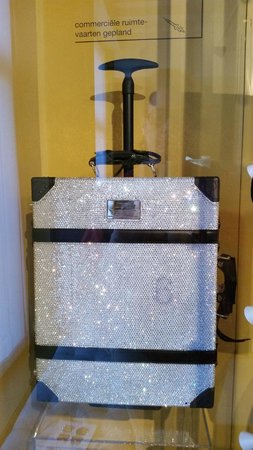 Museum of Bags and Purses: A crystal-studded Samsonite suitcase for the careful traveler!