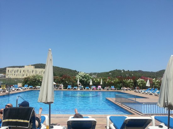 Invisa Hotel Es Pla: One of the pools. Always plenty of loungers!