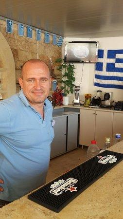 Dimitrion Hotel: веселый и дружелюбный бармен Сокол.