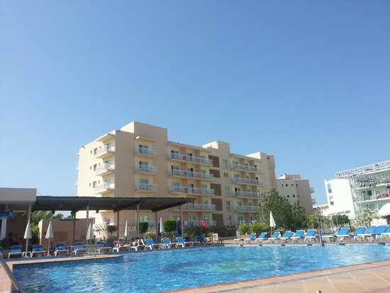 Invisa Hotel Es Pla: The pool area is lovely!