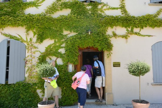 Winery Plus Tours : visiting the chateauneuf du pape region