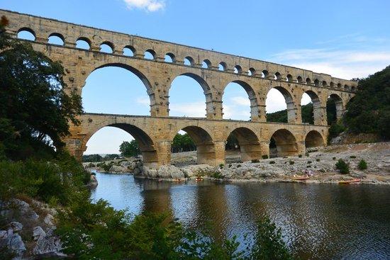 Winery Plus Tours : Pont Du Gare. A swim!